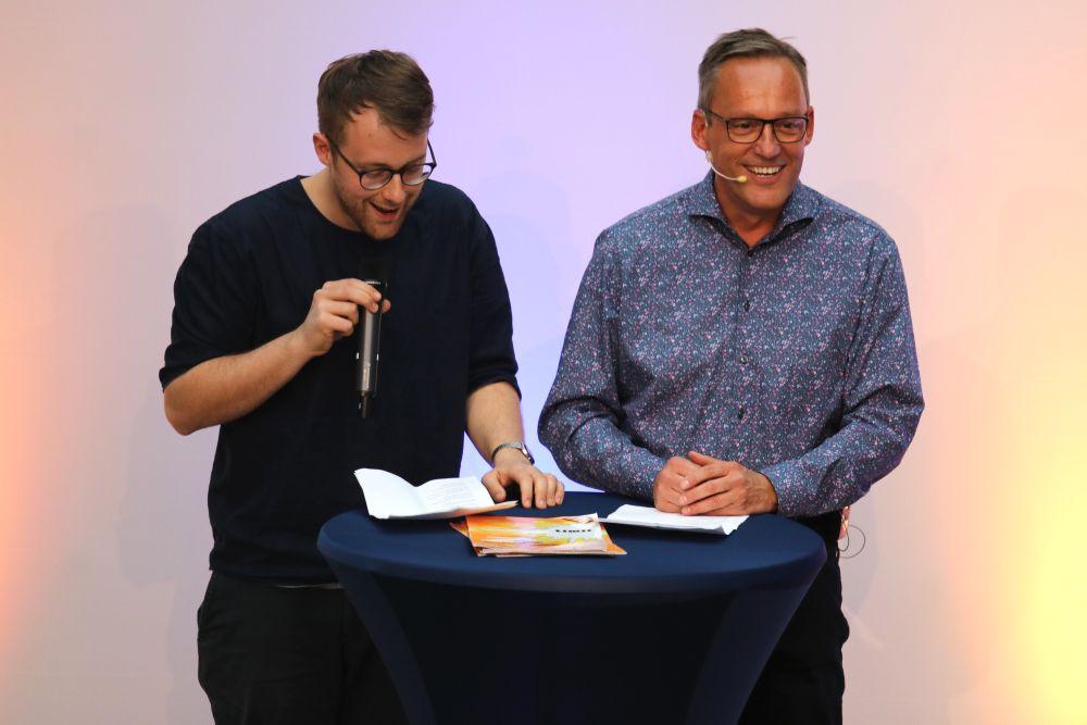 Volksbank Mittelhessen, Lars Ruppel, Poetry Slam, Mitgliederversammlung, Mitgliedschaft, Mitglied, Dividende, Battle