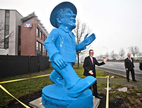 Volksbank Mittelhessen schmückt Schiffenberger Weg mit Ampelmann