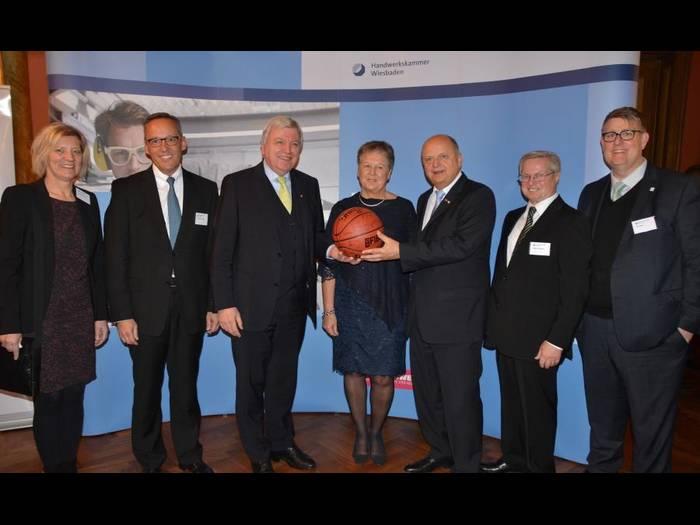 Verabschiedung des langjährigen Hauptgeschäftsführers der Handwerkskammer Wiesbaden, Harald Brandes