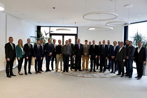 Volksbank Mittelhessen-Mittelhessische Unternehmer im Austausch mit Top-Volkswirt Stefan Bielmeier