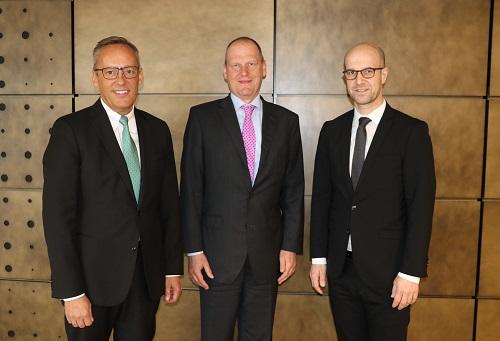 Volksbank Mittelhessen Dr. Peter Hanker, Top-Volkswirt Stefan Bielmeier, Jens Fürbeth